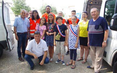 Milhaud : Remise d'eau par le conseil municipal des jeunes