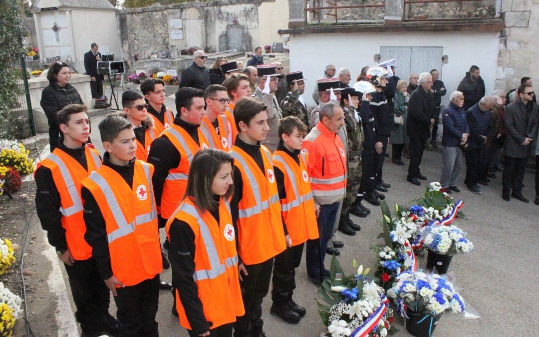 Cérémonie du 11 Novembre avec l'option Croix-Rouge à Beaucaire