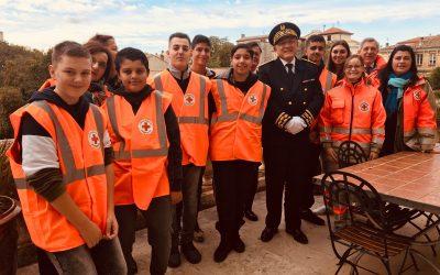Cérémonie du 11 Novembre avec l'option Croix-Rouge du lycée Frédéric Mistral à Nîmes